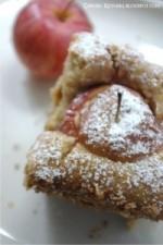 Ciasto z nadziewanymi jabłkami