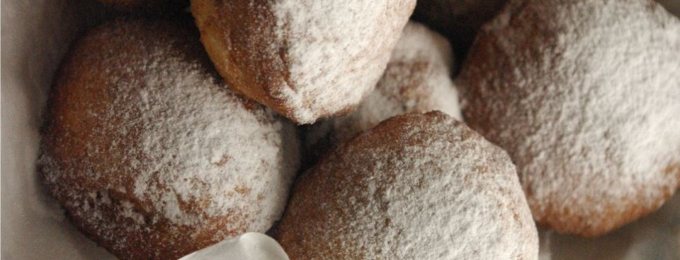 Bułeczki razowe z czekoladą i wiśniami albo Pączki