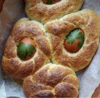 Wielkanocne bułeczki razowe z kraszankami