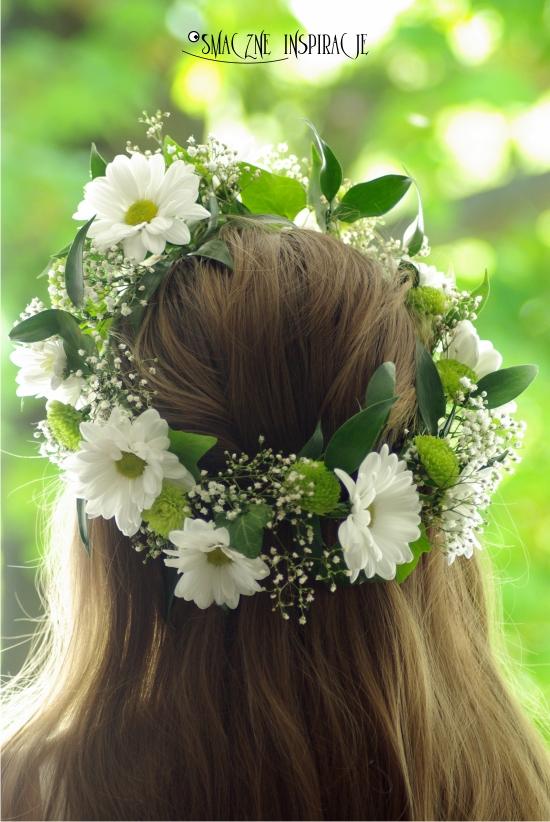12_ Elegancki wianek ze żewieżych kwiatów