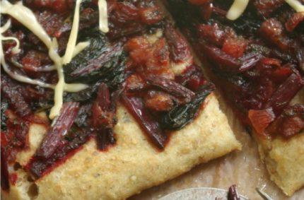 Wiosenna pizza z botwinką i boczkiem