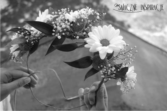 9cz_ Elegancki wianek ze żewieżych kwiatów