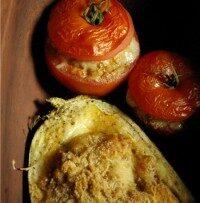 Pieczone pomidory i bakłażan z nadzieniem mięsnym