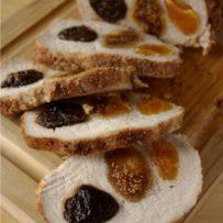 Schab nadziewany morelami, figami i suszonymi śliwkami kalifornijskimi pieczony z ziemniakami