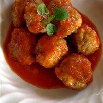 Klopsiki w sosie pomidorowym lub grzybowym (bez glutenu)
