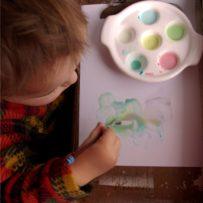 Jak przygotować bezpieczne farby dla dwulatka? – przepisy