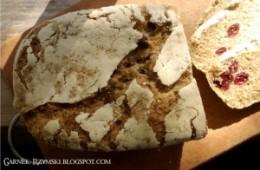 Chleb z płatkami gryczanymi i żurawinami
