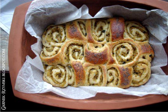 Ciasto drożdżowe z kapustą kiszoną i grzybami