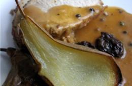 Schab z suszonymi śliwkami i gruszkami