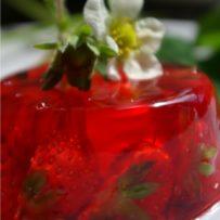 Galaretka truskawkowa z alkoholem
