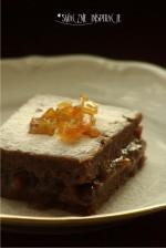 Ciemne ciasto z domowymi powidłami melonowymi