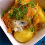 Dorsz z wędzonym boczkiem i warzywami