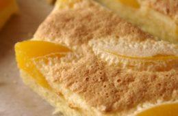 Ciasto z brzoskwiniami i jogurtową pianką (bez glutenu)